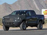 Caught testing, the 2017 Chevrolet Colorado ZR2 looks on tract for a debut at the 2016 LA Auto Show.
