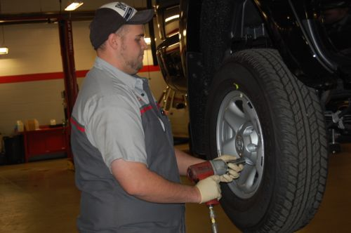 How to Remove and Reinstall TPMS Sensors: Remove the Wheels